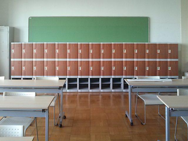 瀧野川女子学園のプラスチックロッカー