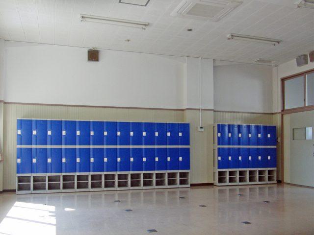 高校のプラスチックロッカーのフジプラ