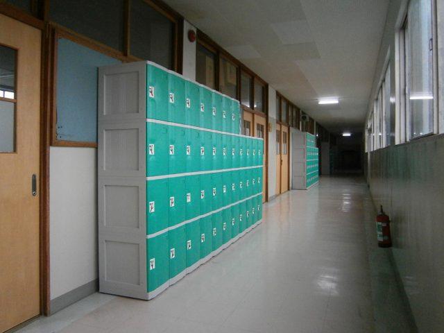 高校に導入されたプラスチックロッカー