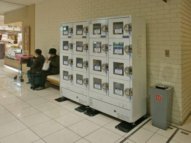 商業施設に納入された冷蔵ロッカー