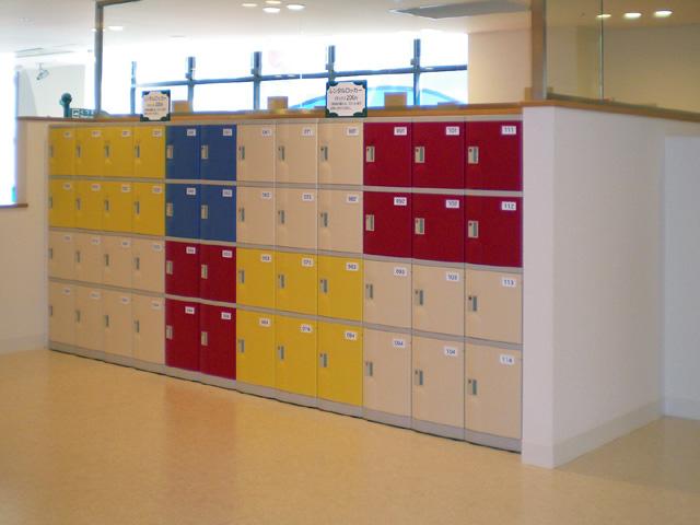キッズ施設に納入されたプラスチックロッカー