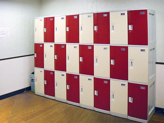 伊豆高原のホテルの女子更衣室に納入されたプラスチックロッカー