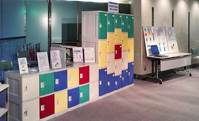 大阪のセミナーに展示されたプラスチックロッカー
