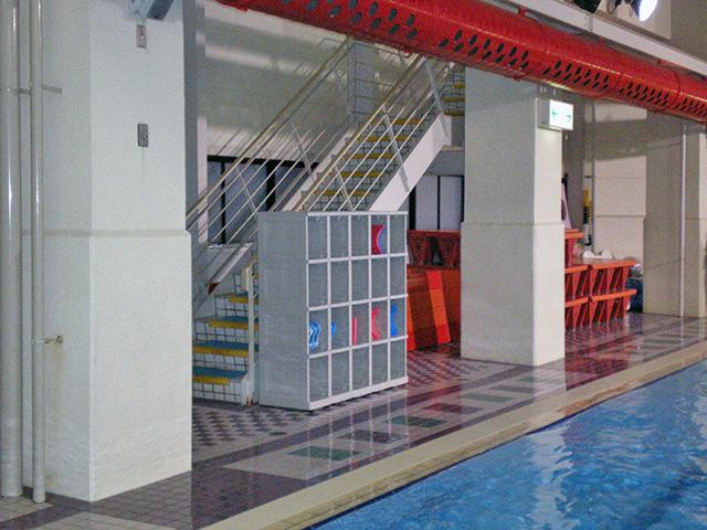 フィットネス施設に設置されたプラスチックロッカー