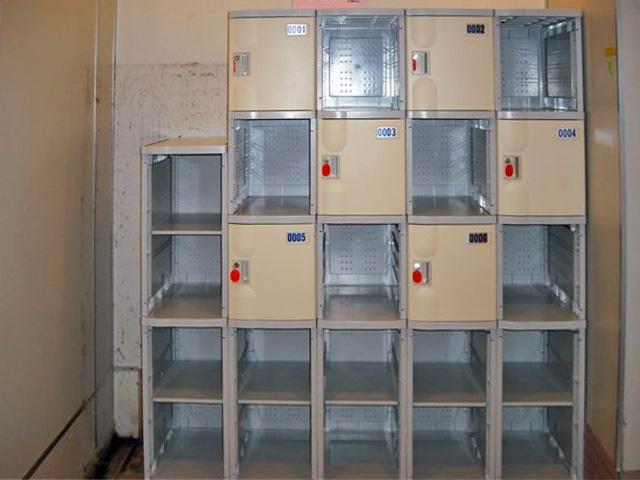 フィットネスの女子更衣室に納入されたプラスチックロッカー
