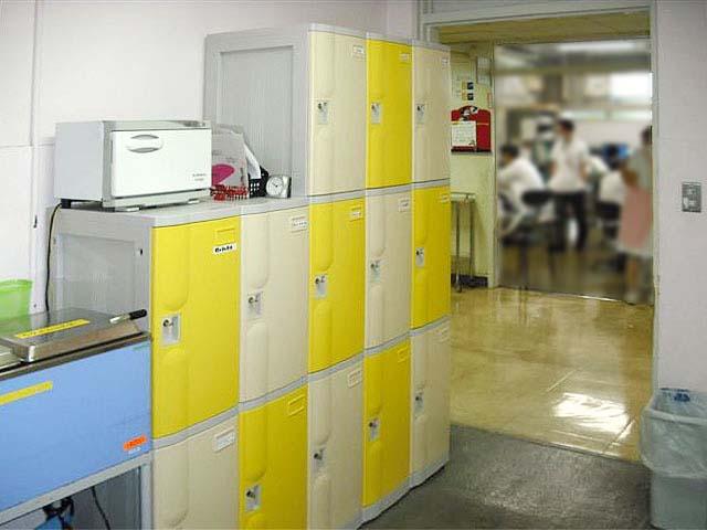 大学病院に納入されたプラスチックロッカー