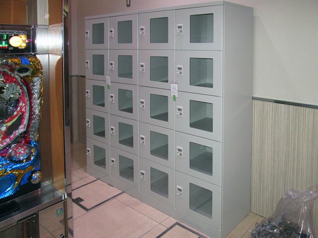 武蔵境のパチンコ店に納入された窓付ダイヤル錠ロッカー